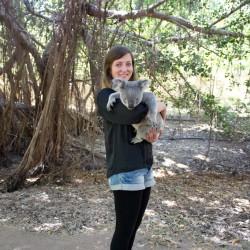 Alisa mit einem Koala