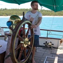Dennis versucht sein Glück als neuer Captain