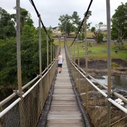 Paronella Park - Brücke über dem Wasserfall