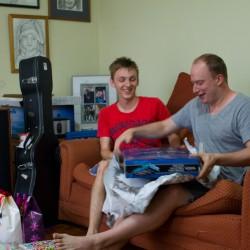 Olli & Sören beim Auspacken